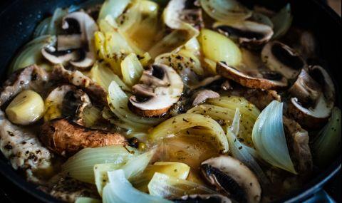 Рецепта за вечеря: Свинско с лук и гъби - 1