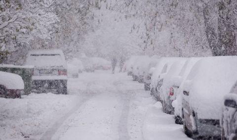 Зимата дойде! Метър сняг натрупа на Балканите