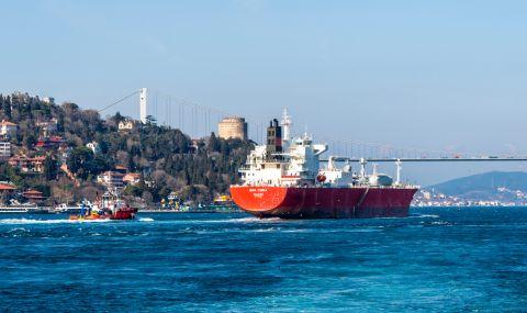 Инцидент с петролен танкер спря корабоплаването през Босфора