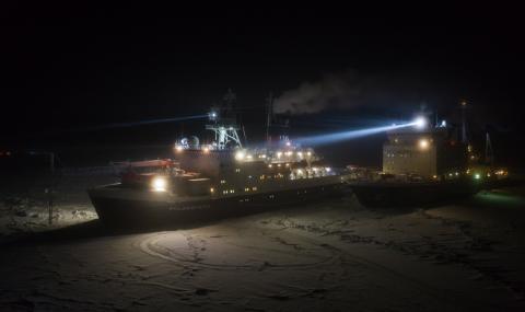 Русия ще построи пет нови ледоразбивача
