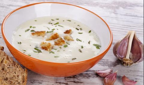 Рецепта за вечеря: Ароматна чеснова крем супа
