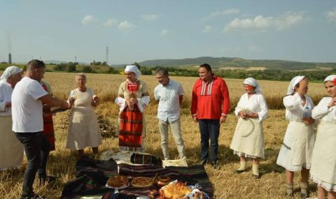 Ротари клуб-Дупница представи древен ритуал (СНИМКИ) - 9