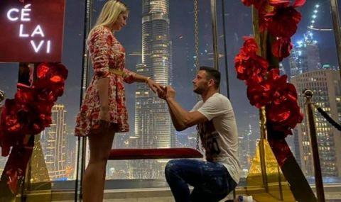 Футболист на Ботев Пд предложи на гаджето си в Дубай