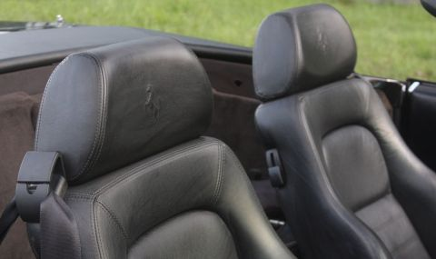 Продава се Mercedes SL с двигател от Toyota и седалки от Ferrari - 11