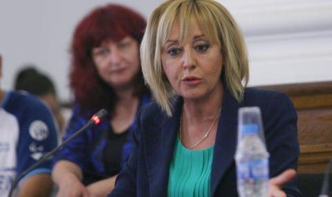 Манолова: Заплатите на депутатите да бъдат намалени до 1 средна в страната - 1400 лв.