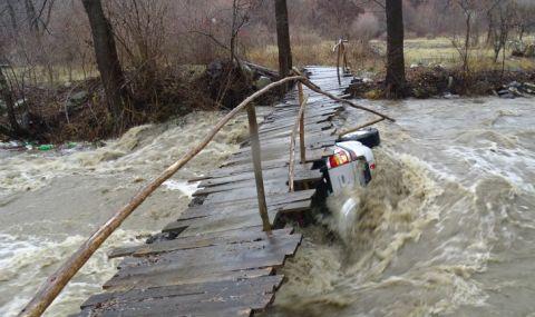 Места отнесе мост на 2 години