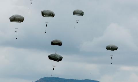 Американски войници пострадаха при скокове с парашут в Германия