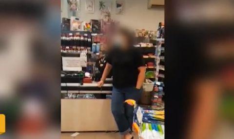 Заключиха семейство в магазин, мъжът бил без маска