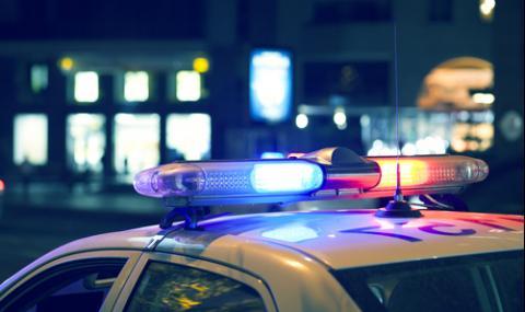 12-годишен подкара Mercedes, заби го в стълб