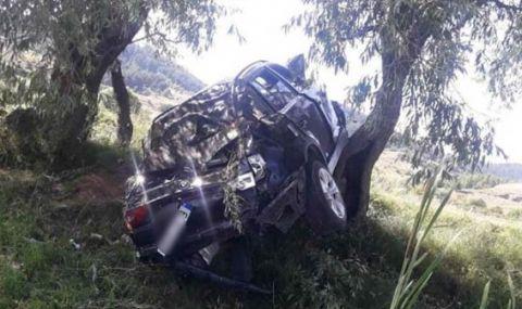 17-годишна катастрофира с лек автомобил край Сатовча, загина нейна спътничка