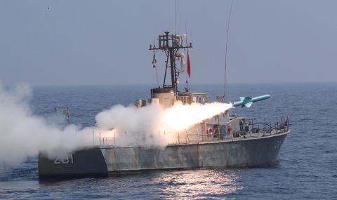 Американски военен кораб произведе предупредителни изстрели