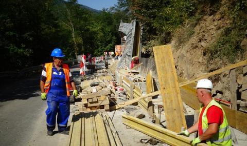 Изградиха част от подпорната стена на пътя за Рилския манастир