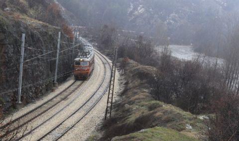 Река Искър отнесе предпазна дига от траверси във Врачанско