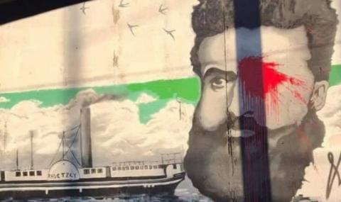 Оскверниха лика на Ботев в Пловдив