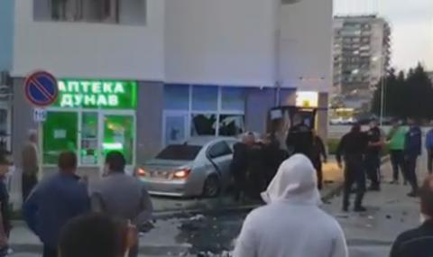 22-годишен пиян шофьор заби колата си в аптека в Габрово