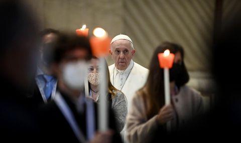 Папа Франциск бори COVID-19 с молитви