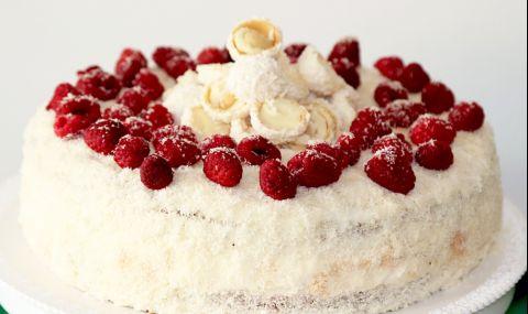 Рецепта на деня: Кокосова торта с малини