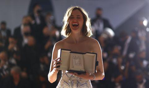 Ренате Рейнсве с наградата за най-добра женска роля в Кан