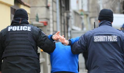 Арестуваха 11 криминално проявени при акция срещу битовата престъпност в Бургаско - 1