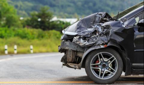 Мъж се заби с колата си в ограда и загина на място