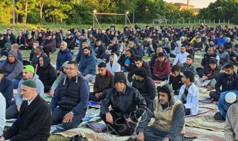 Посрещнаха Рамазан Байрам с молитва на открито