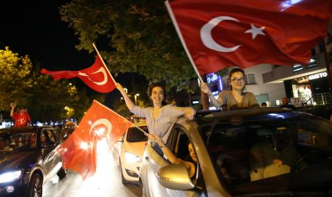 Преброиха бюлетините, кандидатът на Ердоган губи с 800 000 гласа