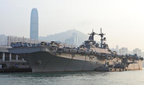 Американски кораб провокира Китай