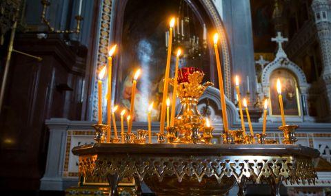 Гръцката църква не слуша властта, отваря храмовете