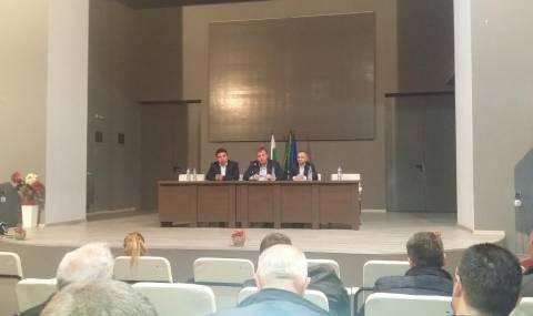Каракачанов обеща развитие на зимните курорти