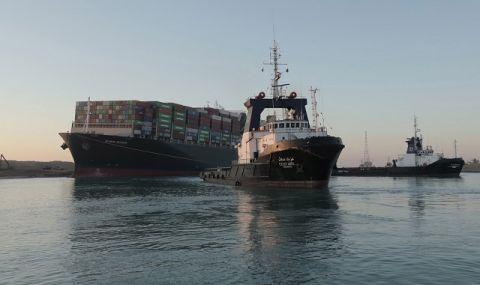 Светът си отдъхна! Движението през Суецкия канал вече е възстановено (ВИДЕО)