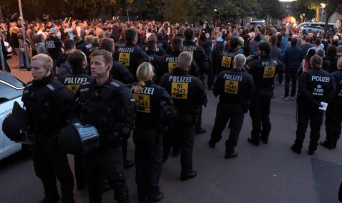 Хиляди на протест в Германия след убийство