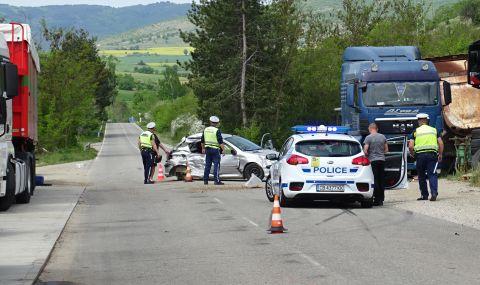 Две деца и жена пострадаха при тежка катастрофа край Благоевград