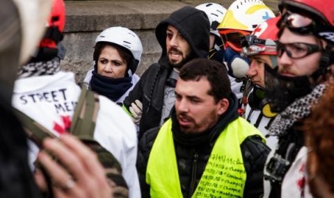 Протести, палежи и арести във Франция
