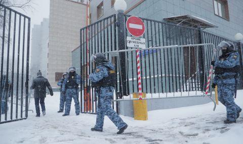 Истински трилър с барикадиран стрелец в руско село