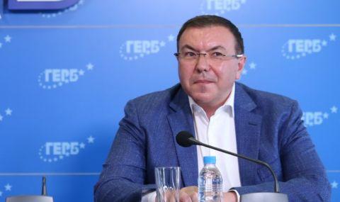 Проф. Ангелов пита Радев: Може ли човек, източил съзнателно Здравната каса, да оглавява МЗ