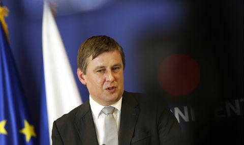 Освобождават външния министър на Чехия