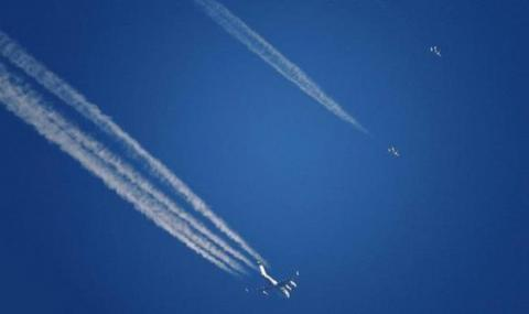 Напрежение в небето! Два американски изтребителя се приближиха до ирански пътнически самолет над Сирия
