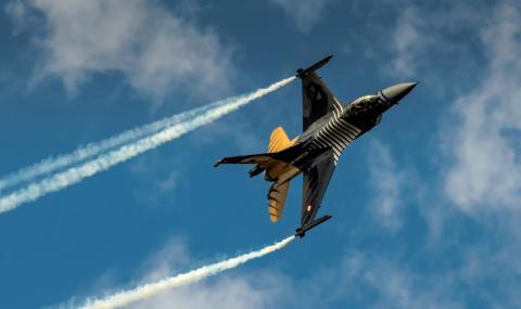 Война в небето над Сирия! Турски изтребител свали сирийски самолет