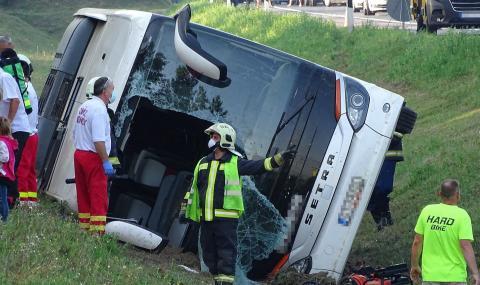 Тежка катастрофа с туристи връщащи се от България (СНИМКИ)