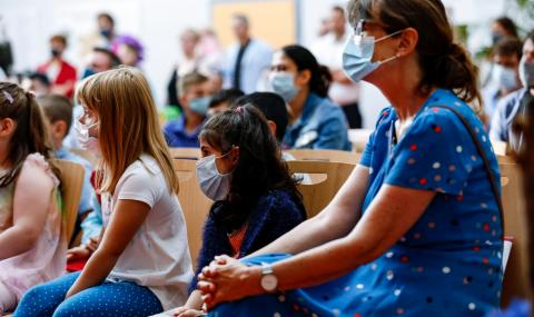ЕК договори 300 милиона дози потенциална ваксина