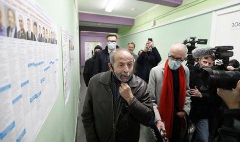 Опозиционен политик в Русия загуби изборите, помрачени от прокремълски двойници - 1