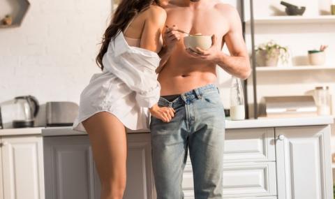Нова мода: Мъже топят тестисите си в соев сос
