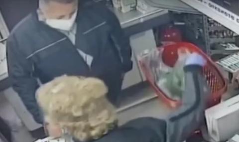 Полицай вилня в столичен магазин, не си получил ресто от 1 ст. (ВИДЕО)