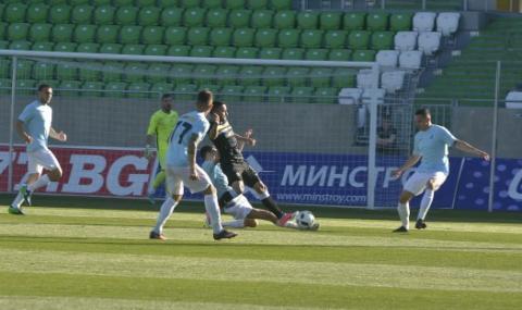 Дунав Русе остава в Първа лига след драма
