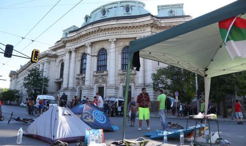 Трети палатков лагер в столицата, блокираха кръстовището на Ректората