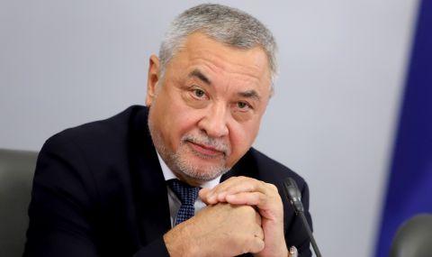 Валери Симеонов за ФАКТИ: Не влизаме в парламента, приемаме го
