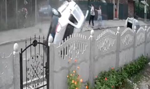 Две жени оцеляха по чудо в Бургас (ВИДЕО)