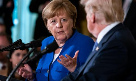 """Тръмп се държал садистично с Меркел, наричал я """"глупава"""""""