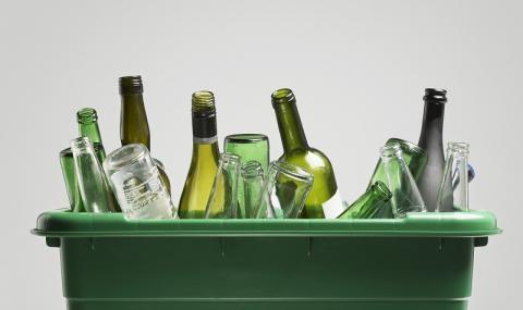 Превърнете празните стъклени бутилки в украса за дома (ВИДЕО)