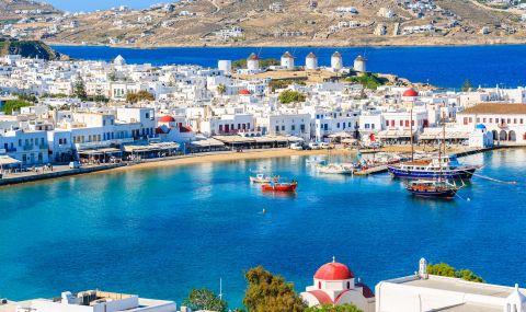 Туристи масово напускат гръцки остров, заведенията са празни